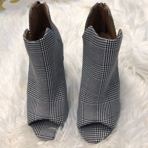 Women's qupid booties